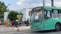 Pneu de ônibus explode, atinge passageiros e deixa dois feridos