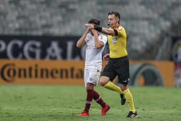 Delegação do Fluminense volta em silêncio após eliminação na Copa do Brasil