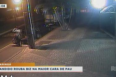 Câmera de segurança flagra furto de moto