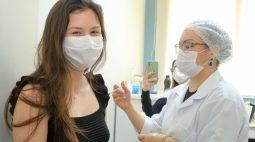 Covid: Maringá vacina adolescentes com 1ª dose e idosos com 3ª dose nesta segunda