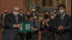 Greca concede máxima honraria municipal a três de seus secretários