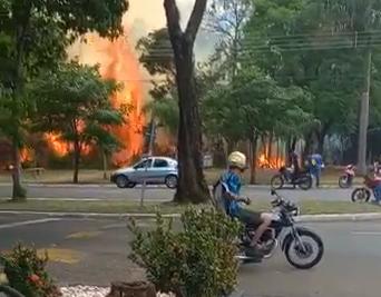 Dois incêndios de grandes proporções são registrados nesta tarde em Maringá