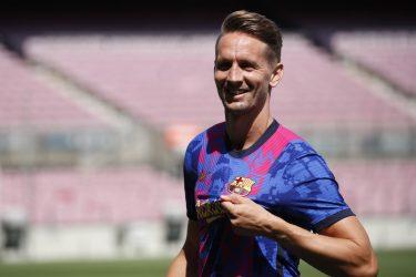 """Luuk de Jong é apresentado no Barcelona: """"É uma honra estar neste clube"""""""