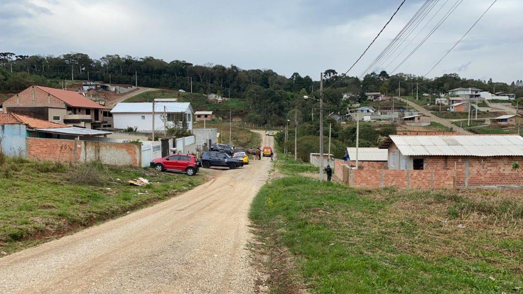 Adolescente de 14 anos que estaria mantendo a mãe refém se rende na Grande Curitiba