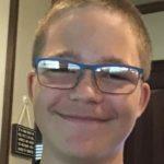Jovem de 15 anos mata família e posta foto dos corpos na internet antes de se suicidar