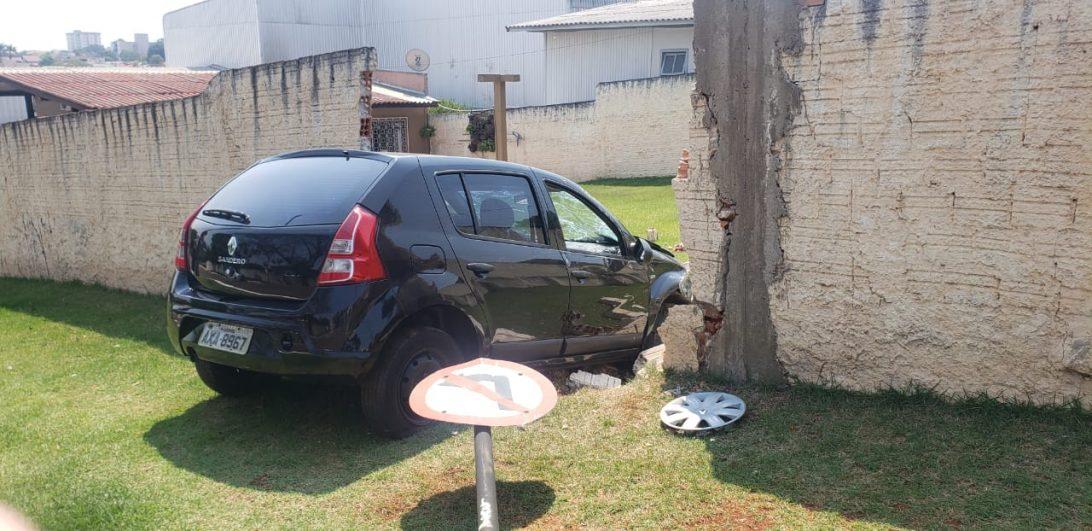 Morador tem muro de casa destruído pela segunda vez no ano por motoristas que perderam controle da direção