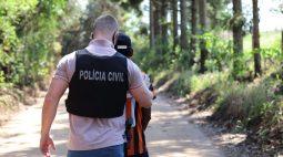 Pai que embriagava filhas com pinga para estupra-las é preso, em Castro