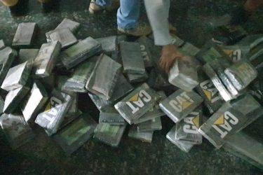 PM recebe denúncia e apreende mais de 270 kg de pasta base de cocaína em fila de porto