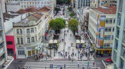 Podcast ManhãJP fala sobre regras menos rígidas adotadas em Curitiba em relação a eventos