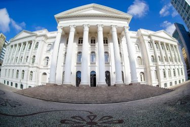 Polêmica no vestibular: candidatos entram na Justiça contra UFPR