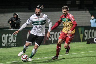 Coritiba goleia o Brusque por 4 a 0 no Couto Pereira, e segue na liderança isolada da Série B