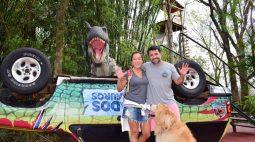 Rumo ao Alasca, casal de São Paulo vende tudo e vive na estrada com seu cão Chopp