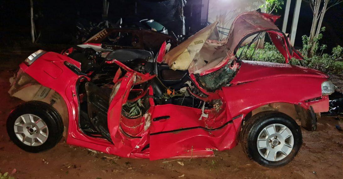 Passageira morre e motorista fica gravemente ferido em acidente na PR-492, no Noroeste do Paraná