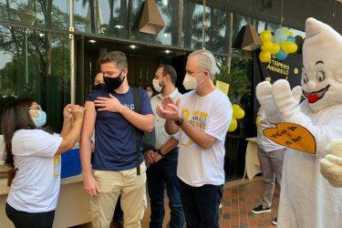 'Open Vacina': com DJ, Prefeitura de Maringá vacina maiores de 18 anos contra o coronavírus