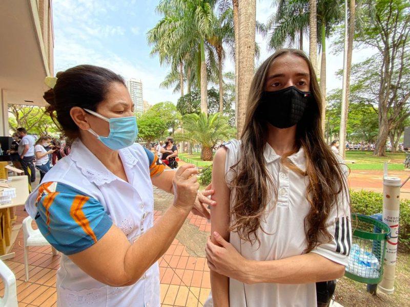 Regional de Saúde notifica Prefeitura de Maringá por vacinação contra Covid-19 em adolescentes
