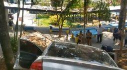 Carro derruba muro, invade colégio e deixa adolescente em estado grave no Paraná