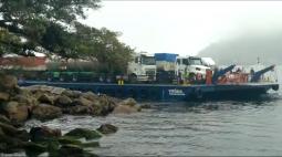 Em primeiro dia de uso, nova balsa da Baía de Guaratuba 'sofre' com maré alta  durante travessia