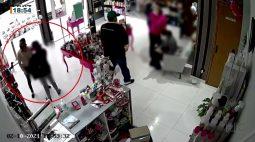 Grávida distrai vendedora, enquanto comparsas roubam a loja