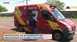 Motociclista cai de barranco ao tentar fugir da Guarda Municipal