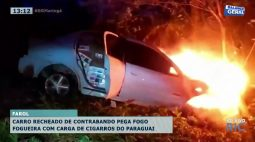 Carro recheado de contrabando pega fogo com carga de cigarros do Paraguai