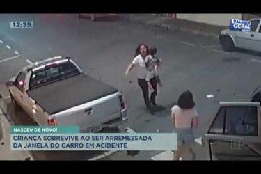 Criança sobrevive ao ser arremessada da janela do carro em acidente