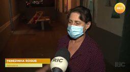 Tubulação rompe, água invade casas e moradores lamentam os prejuízos