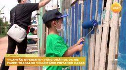 """""""Plantão diferente"""": funcionários da Ric fazem trabalho voluntário pintando casas"""