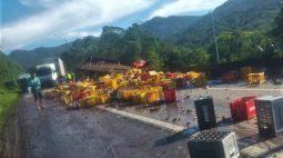 Acidente com caminhões interdita BR-376 sentido Santa Catarina, em Guaratuba