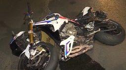 """Jovem tenta fugir da PM com moto 1000cc, mas cai após lombada: """"Não morreu porque não foi a hora dele"""""""