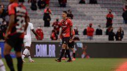 Athletico confirma a rescisão de contrato do volante Richard, que retornará ao Corinthians