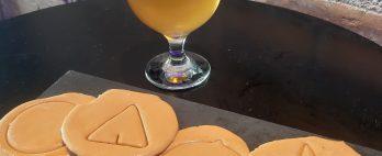 Bar de Curitiba dá cerveja para quem recortar o biscoito de Round 6