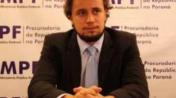 Senadores do PR oferecem apoio a procurador demitido pelo Conselho do MP