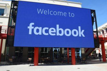 Funcionários do Facebook não conseguem entrar no prédio para resolver problema porque crachá não funciona