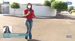 Câmera de segurança flagra ladrões roubando adolescente em rua escura