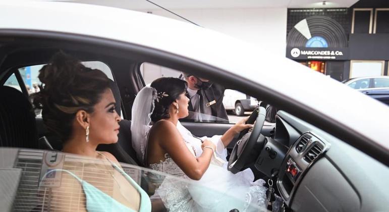 Noiva grávida dirige até o casamento após ter mais de 20 corridas de app recusadas