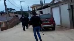 Após denúncias, polícia faz operação no Sítio Cercado para combater tráfico de drogas