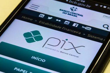 Podcast ManhãJP fala sobre o limite de transferência do Pix durante a noite