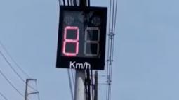 Radar que parece pisca-pisca de Natal distribui multas em RMC