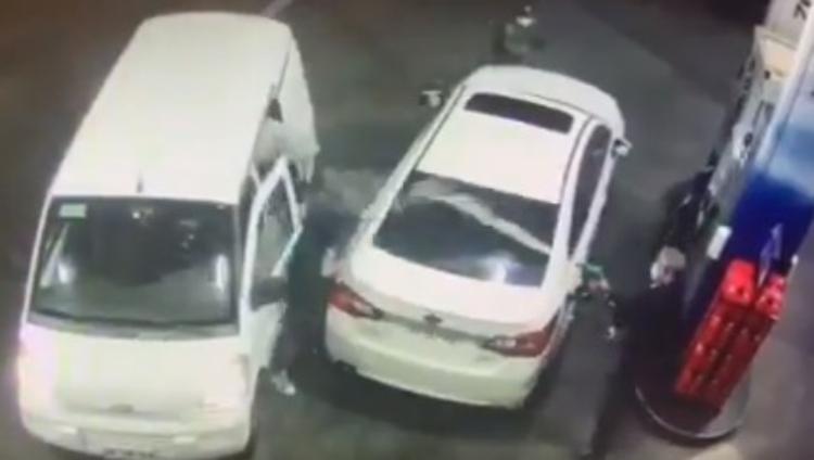 VÍDEO: Motorista reage a assalto em posto e joga combustível nos ladrões