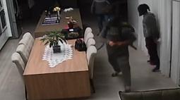 Polícia tenta localizar bandidos que fizeram reféns durante roubo no Oeste