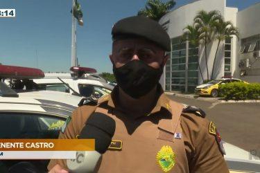 Homem é preso abrindo carro roubado e diz que foi pago para mudar o veículo de local