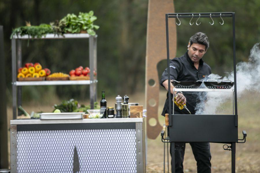Top Chef: Felipe Bronze mostra para os chefs como cozinhar na brasa