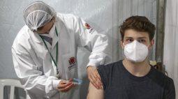 Covid-19: Curitiba fará repescagem para adolescentes nascidos até julho de 2007 nesta segunda (25)