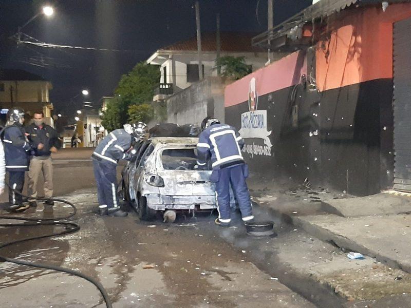 Tensão na Vila Torres: carro é incendiado poucas horas após tiroteio