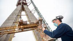Com 190 metros de altura, torre brasileira da Ponte da Integração está concluída