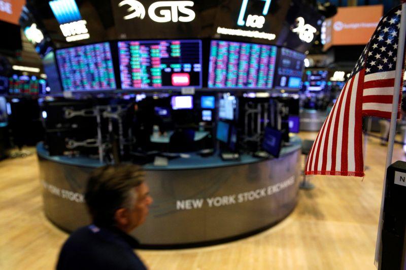 Tesla leva Wall Street a fechar em máximas recordes