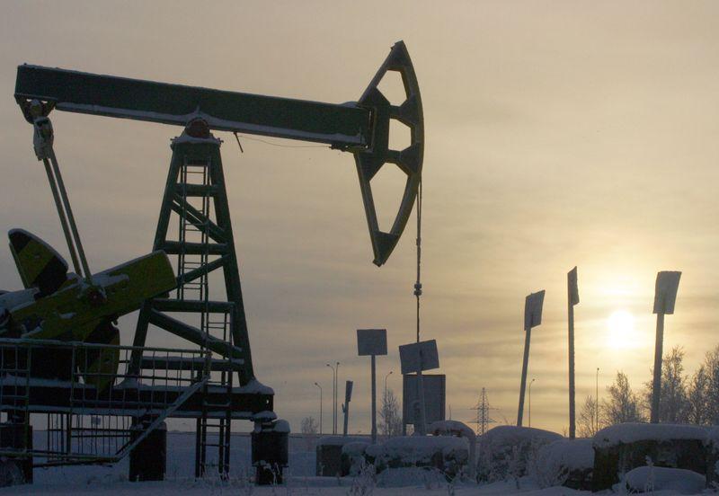 Preços do petróleo sobem com expectativa de nova queda dos estoques
