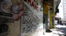 Dólar espelha exterior e desce a mínima em quase um mês ante real com dados dos EUA e Fed