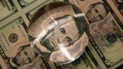 Dólar tem forte perda contra real com expectativa de alta da Selic