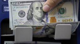 Dólar passa a cair com dados dos EUA e expectativa de juros mais altos; fiscal segue no radar